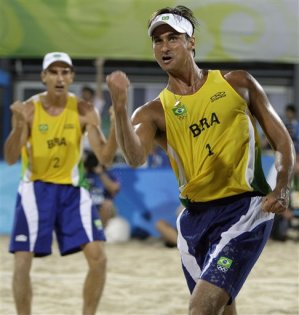 beach volleyball players 3